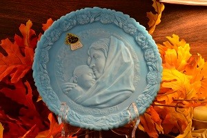 1971 Fenton Blue Satin Mother's Day Plate with box