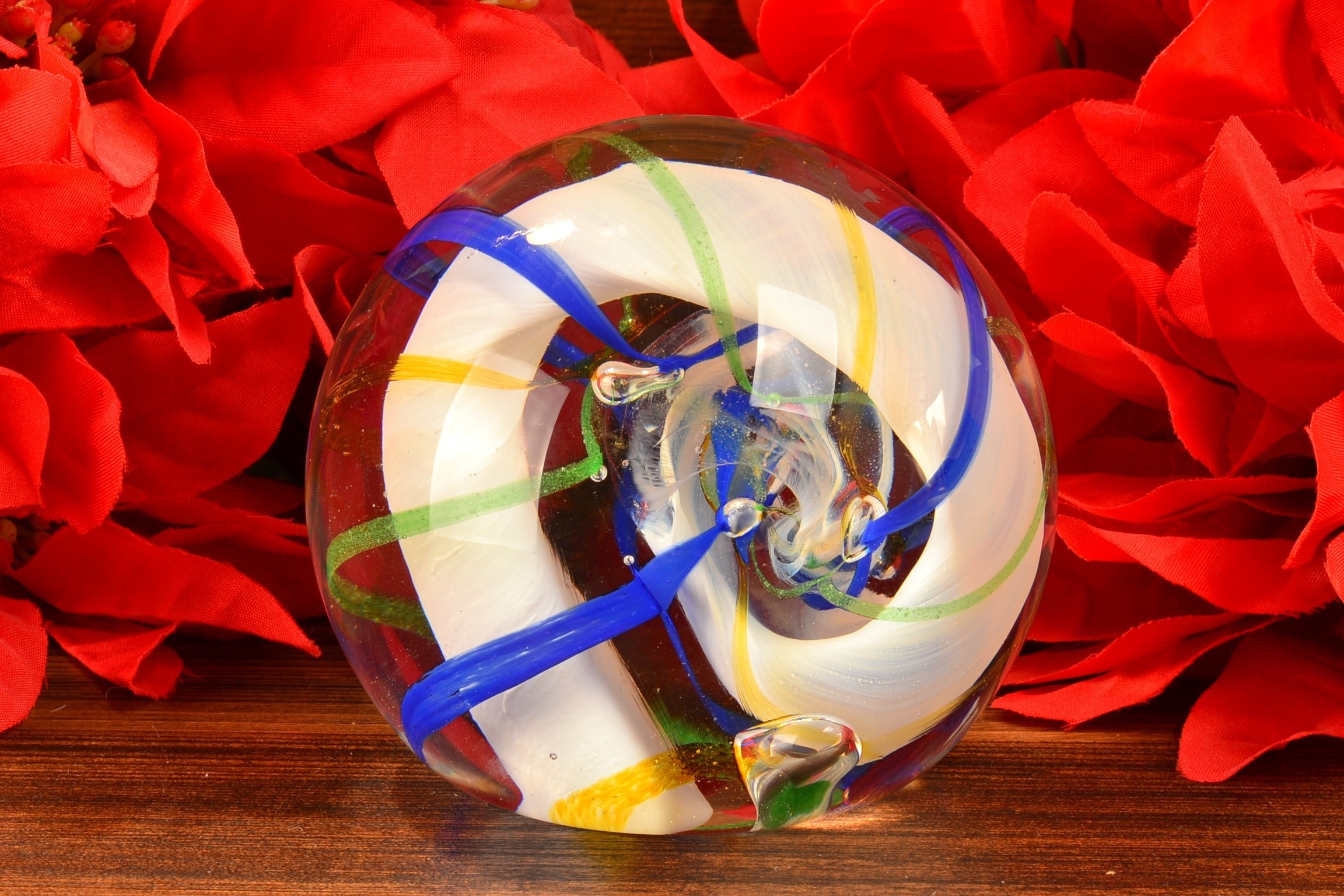 Caithness Scotland Ribbons Art Glass Paperweight