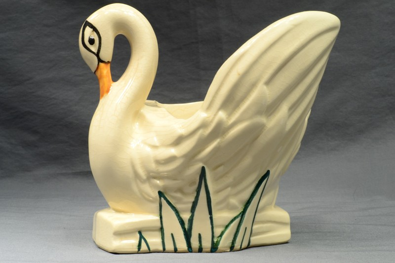 McCoy Pottery 1946 White Swan Planter #68 with Cold Paint